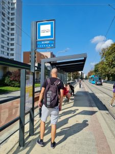 Zastávka MHD Ostrava Důl Jindřich. Pramen: DPO