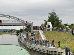 Vraňansko-hořínský kanál, zdvižný silniční most, Vraňany. Pramen: ŘVC