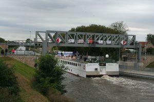 Vraňansko-hořínský kanál, zdvižný železniční most, Lužec. Pramen: ŘVC
