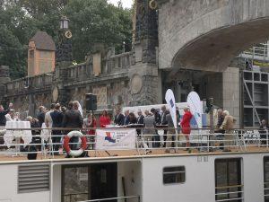 Nově zdvižný most na ohlaví komory Hořín. Pramen: ŘVC