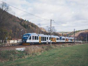 Trať z Ústí nad Orlicí do Mlýnického dvora je elektrifikována po Lichkov, Leo Express zde nasazuje dieselové jednotky Alstom Lint. Foto: Leo Express
