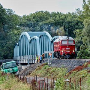 Zátěžová zkouška mostu přes inundační území Ohře. Foto: Správa železnic