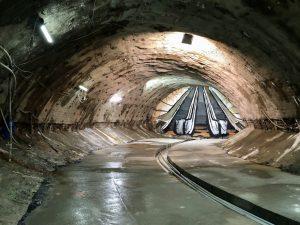Konec průzkumného díla v lokalitě PAD4 s vizualizací budoucích eskalátorů. V místech malby povede výstup ze stanice Pankrác D směrem k Arkádám Pankrác