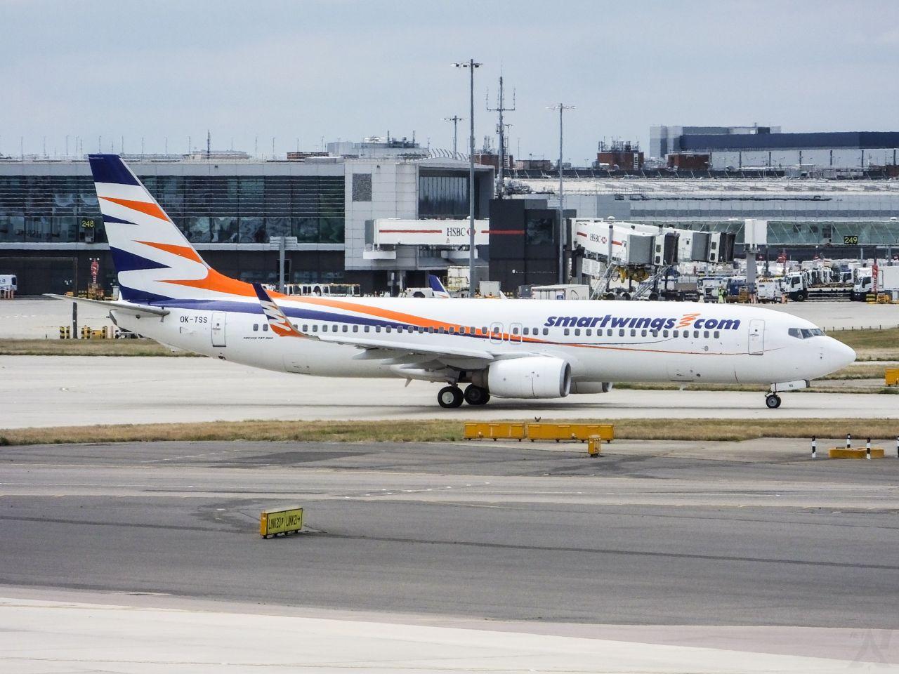Boeing 737-800 společnosti Smartwings na londýnském letišti Heathrow. Foto: Smartwings