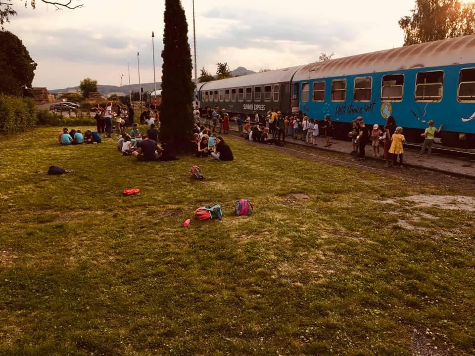 Vlak pro Scioškolu v Chotiměři. Foto: ScioŠkola Praha 4