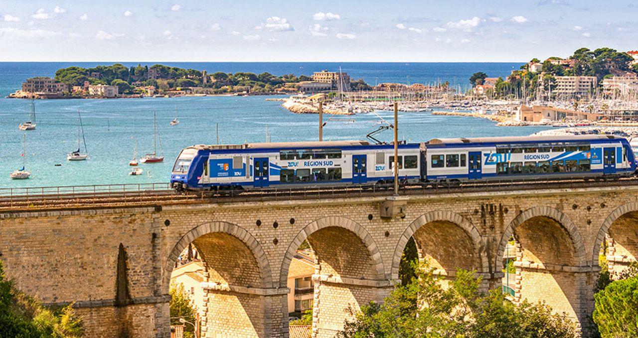 Vlak na Azurovém pobřeží. Foto: PACA