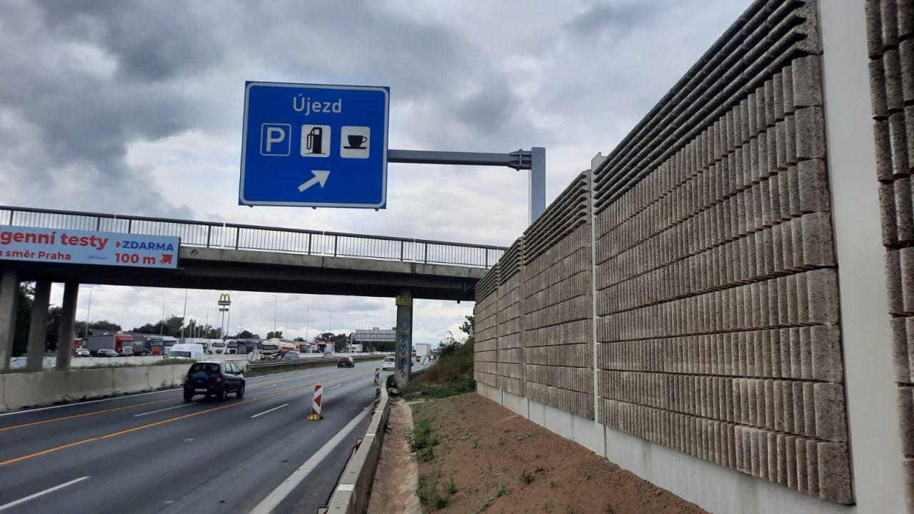 Nové protihlukové stěny na D1 u Újezdu. Foto: ŘSD