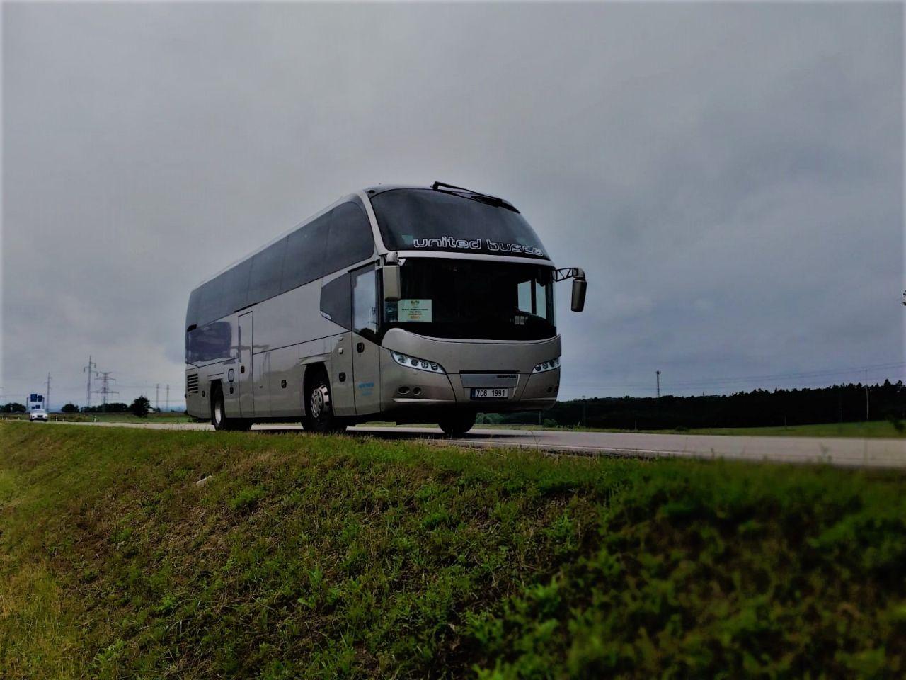 Autobus Neoplan v barvách United Buses. Foto: United Buses