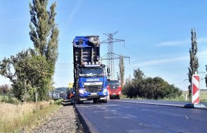 Oprava silnice I/4 na obchvatu Chraštic. Pramen: ŘSD
