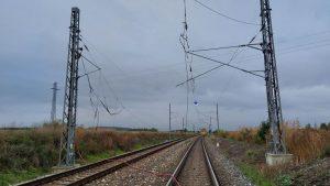 Stržené trakční vedení u Církvice. Foto: Správa železnic