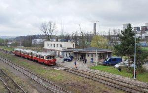 Turistický vlak ve stanici Turoszow. Foto: Jan Pešula / Wikimedia Commons